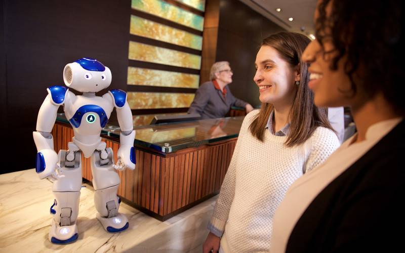 IBM Watson представила своего робота-консьержа Connie
