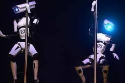 Роботы, танцующие стриптиз (видео)